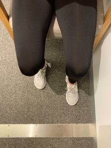 Photo of the correct position of legs and feet to perform a sit-to-stand exercise